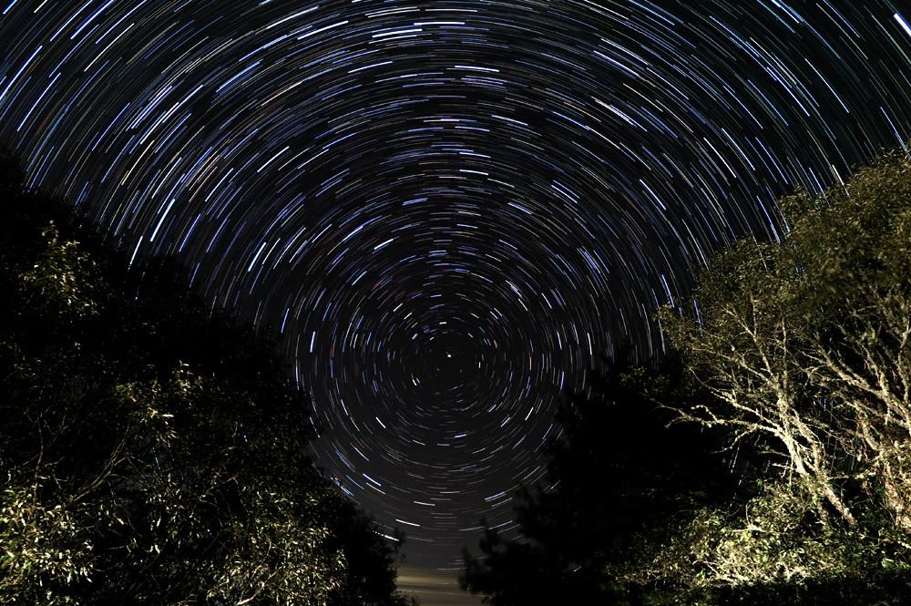拱極星流跡
