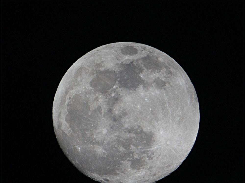 祈待明晚的月全食